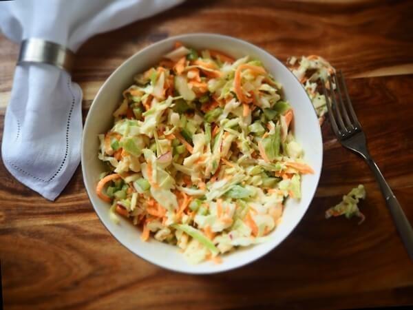 салат из капусты и моркови, салат капустный как в столовой