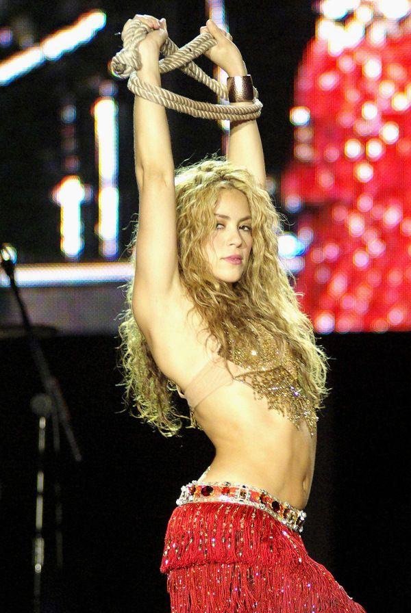 Шакира или вселенский заговор танцем: 15 лучших видео