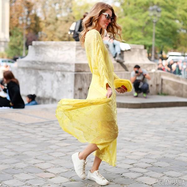 """Картинки по запросу """"Жёлтое платье в сочетании с кроссовками"""""""