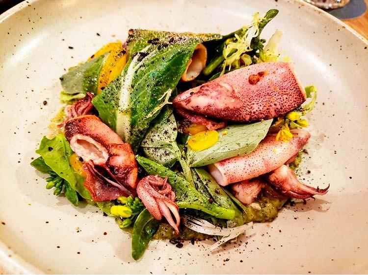 пп салат с курицей и кальмарами