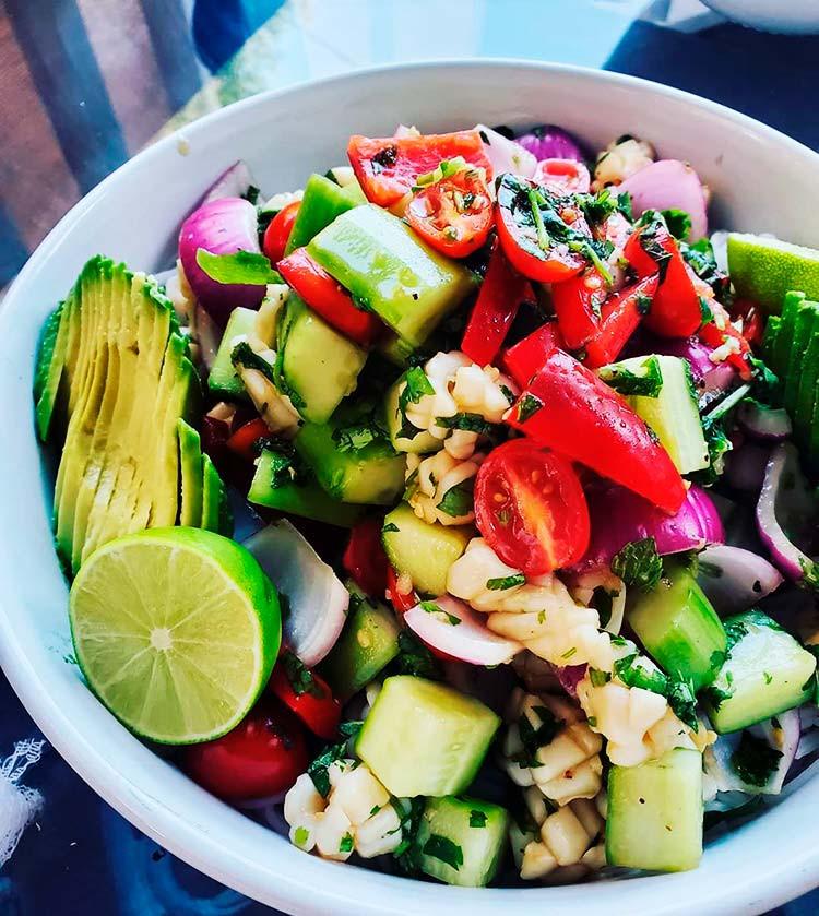 низкокалорийный салат из кальмаров