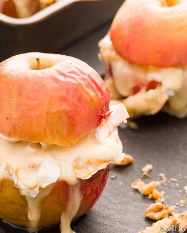 Запеченные яблоки с сыром бри и медом