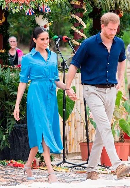 Меган Маркл в синем платье