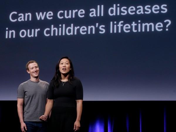 Марк Цукерберг с женой