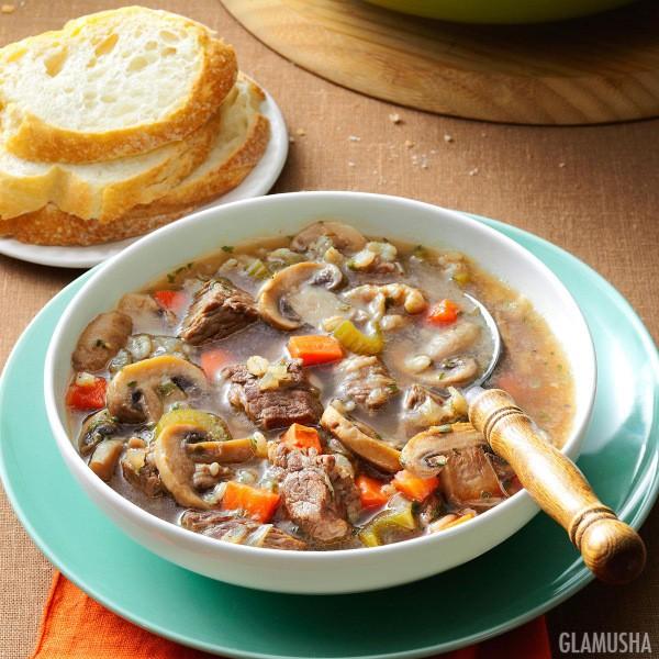 Суп из говядины, грибов и перловки