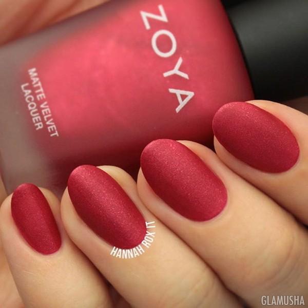 красные матовые ногти