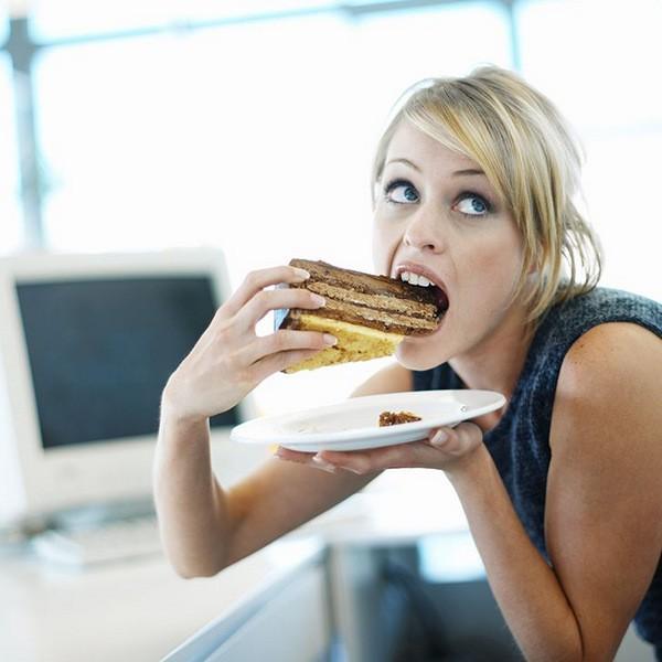 Компульсивное переедание причины