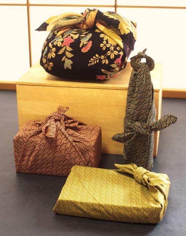 Как упаковать подарок – современный способ: оберни коробочку тканью