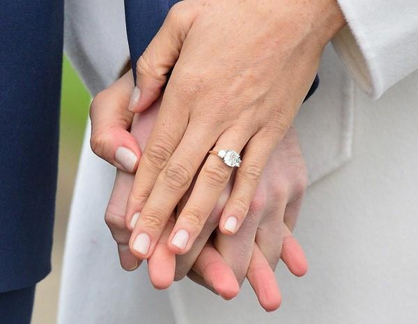 кольцо Меган Маркл, подаренное принцем Гарри