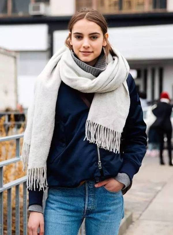 как носить бомбер с шарфом