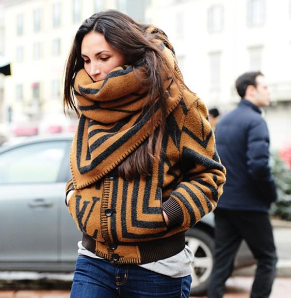 большой шарф как носить с курткой бомбер