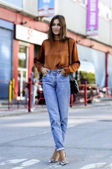 С чем носить джинсы с завышенной талией: 23 новых образа