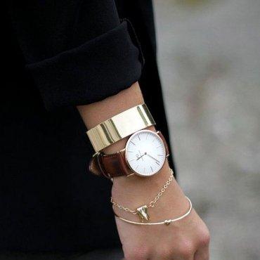 Как носить много браслетов на одной руке