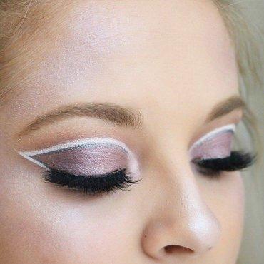 Как сделать классный макияж с нанесением теней на складки век