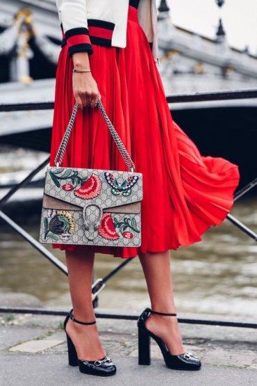 С чем носить красную юбку: подскажет street style и немного кутюра