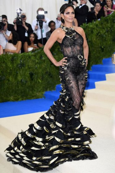 Голые платья: самые из самых за последнее время