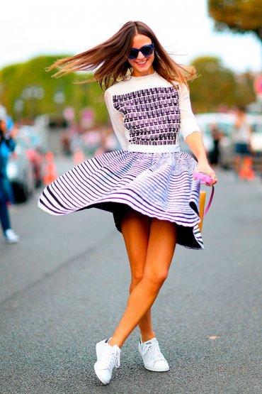 Как носить платье с кедами и кроссовками (ФОТО) / 2021