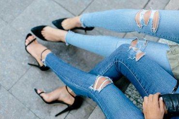 Как сделать дырки на джинсах: проверенные техники состаривания джинсов