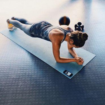 Зарядка по утрам: упражнения и видео