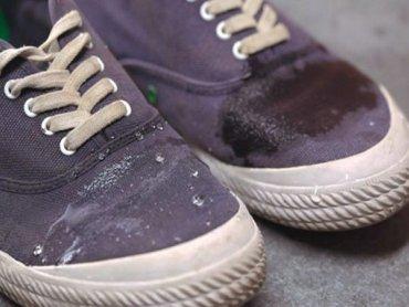 Лайфхак: как защитить тканевую обувь от промокания
