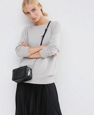 Фаворит среди знаменитостей: черная маленькая сумочка