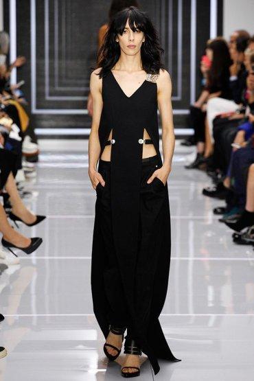 Модные тенденции 2016: Чёрная одежда с вырезами